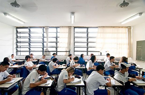 OPORTUNIDADE Alunos em escola estadual paulista. Um ProUni do ensino médio daria a todos  o direito de escolher  onde estudar (Foto: Leonardo Rodrigues /Valor/Folhapress)