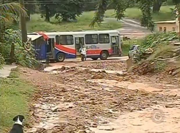 Ruas sem infraestrutura impedem a passagem de transporte coletivo (Foto: Divulgação / Reprodução)