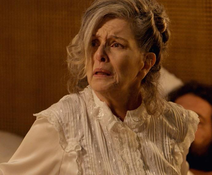 Vitória fica revoltada com a presença de Emília (Foto: Gshow)