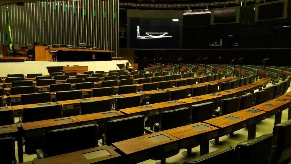 Sem quórum, Câmara adia leitura de relatório da CCJ   (Foto: Bernardo Caram/G1)