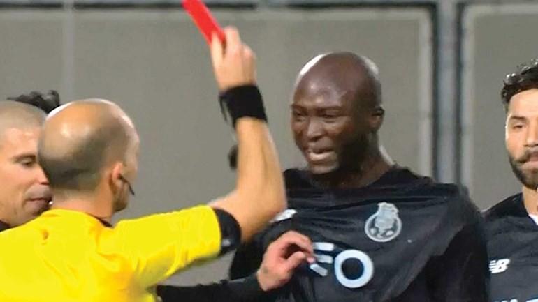 BLOG: Porto detona arbitragem após expulsão bizarra de Danilo: veja o lance