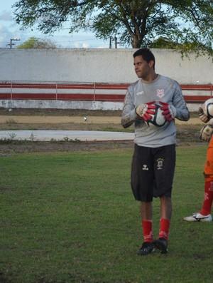 Wallace volta a jogar após quase um ano (Foto: Felipe Martins)