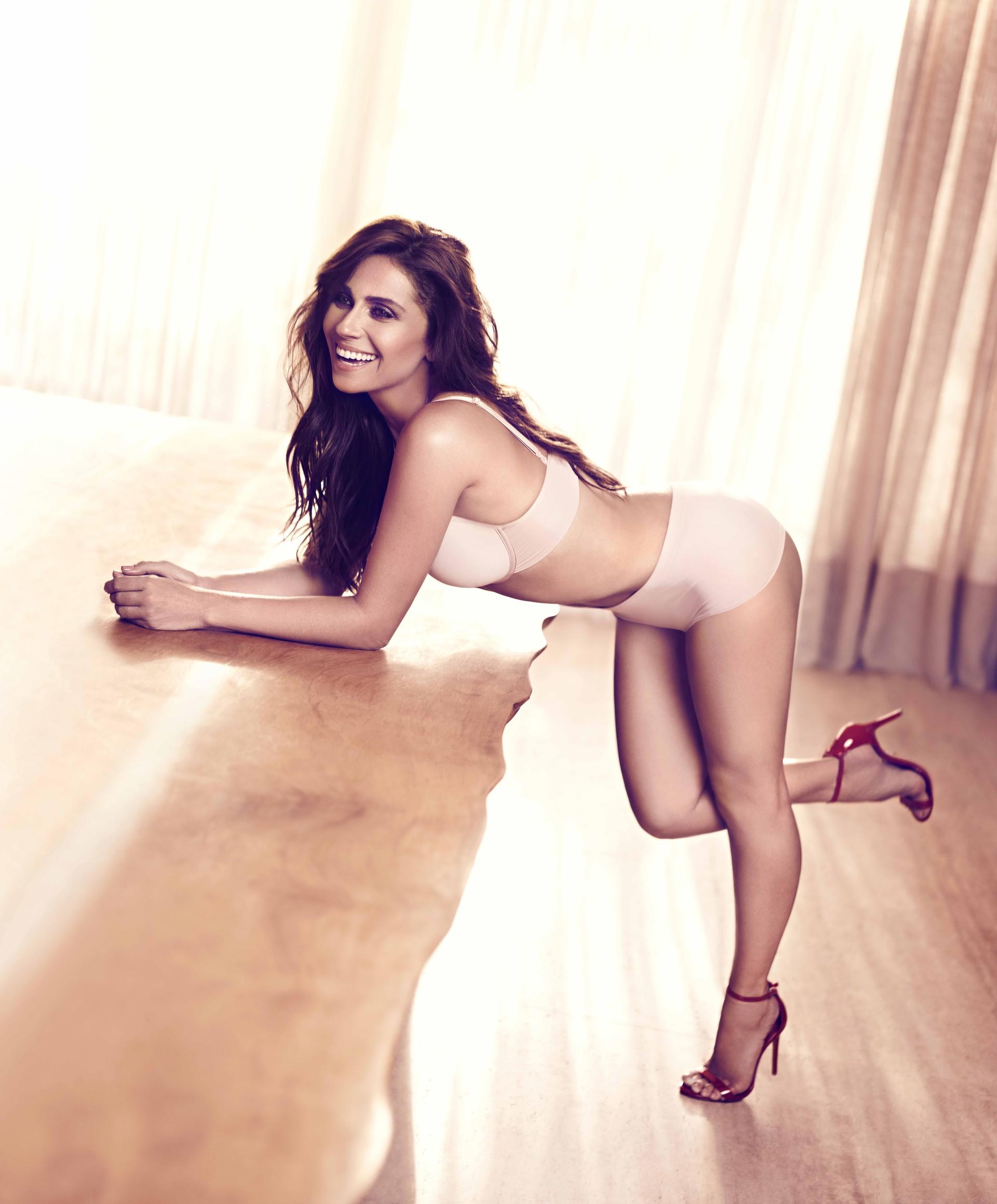 Giovanna Antonelli posa supersexy em campanha de lingerie; veja fotos
