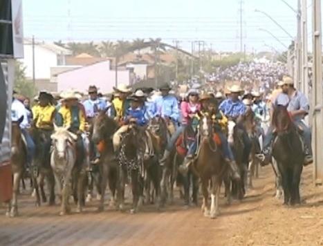 Cavalgada de abertura da Expoari 2012 (Foto: Bom Dia Amazônia)