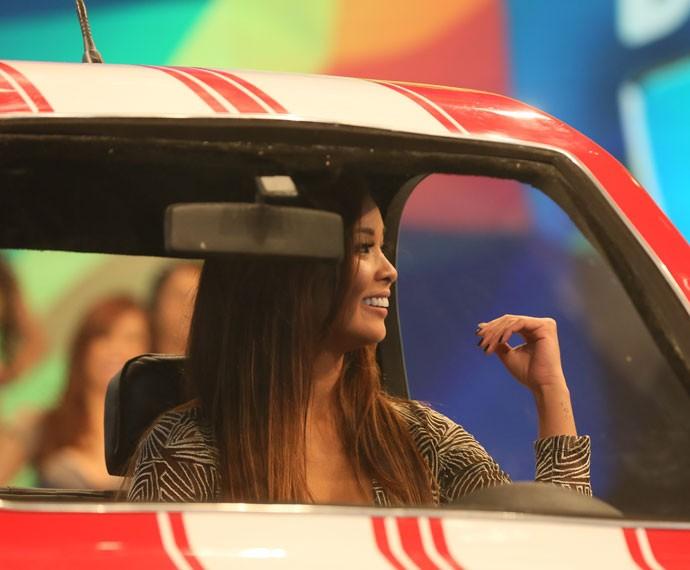 Nakamura se divertiu no carro nanico (Foto: Isabella Pinheiro/Gshow)