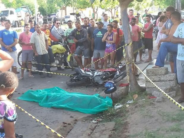 Acidente ocorreu na Avenida Ulisses Guimarães, na Zona Sul de Teresina (Foto: Ellyo Teixeira/G1)