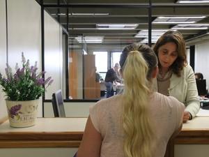 Mulheres são recebidas no Juizado especializado em Porto Alegre (Foto: Joyce Heurich/G1)