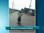 Criança é flagrada pilotando moto na Fernando Guilhon em Santarém, PA