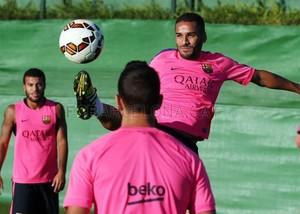 douglas barcelona (Foto: Site Oficial Barcelona)