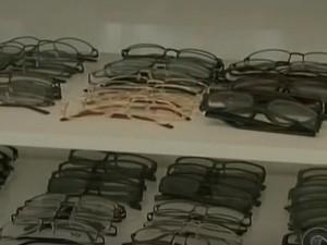Armações de óculos do programa Saúde na Escola (Foto: Reprodução/ TV Grande Rio)