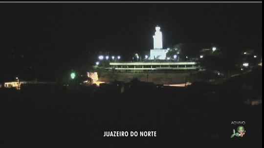 Estátua de padre Cícero é iluminada por gerador após corte de energia