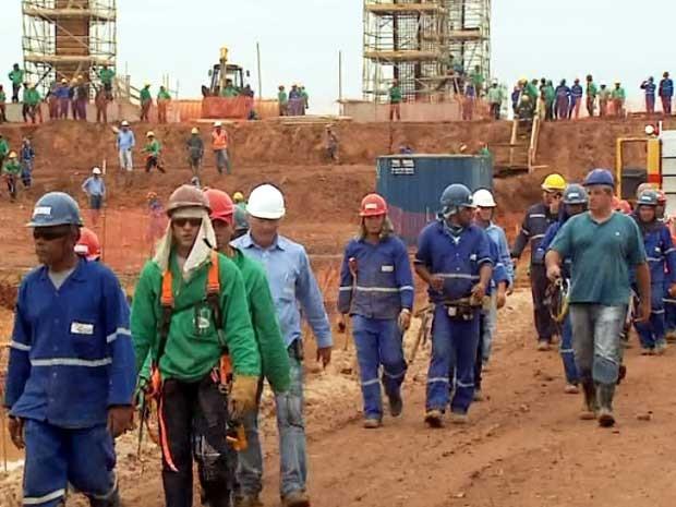 Operários no canteiro de obras no Aeroporto Internacional de Viracopos em Campinas (Foto: Reprodução EPTV)