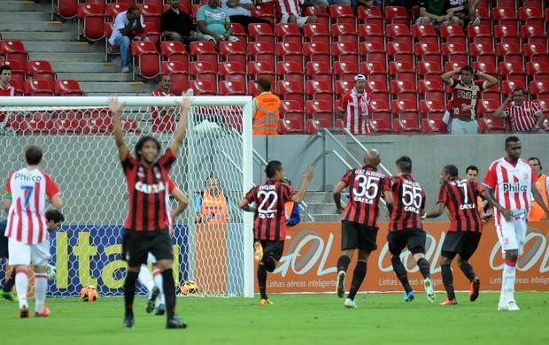 náutico x atlético-pr (Foto: Antônio Carneiro / Pernambuco Press)