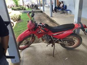 Uma moto está entre os objetos recuperados pela Polícia Civil (Foto: Assessoria/PC-RO)