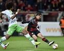 Wolfsburg erra muito, Leverkusen faz  3 a 0 e entra na zona da Champions