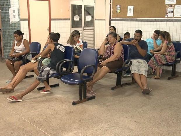 Pacientes aguardam atendimento médico em Vila Velha (Foto: Reprodução/ TV Gazeta)