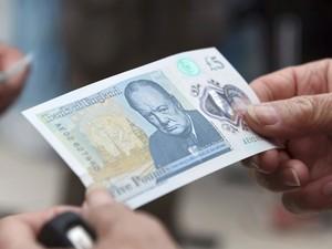 Nova cédula de 5 libras terá a imagem de Churchill (Foto: REUTERS/Joe Giddens/Pool)
