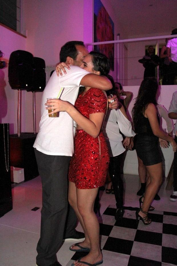 Edmundo dança funk com a filha em sua festa de 18 anos (Foto: Cleomir Tavares / Divulgação)