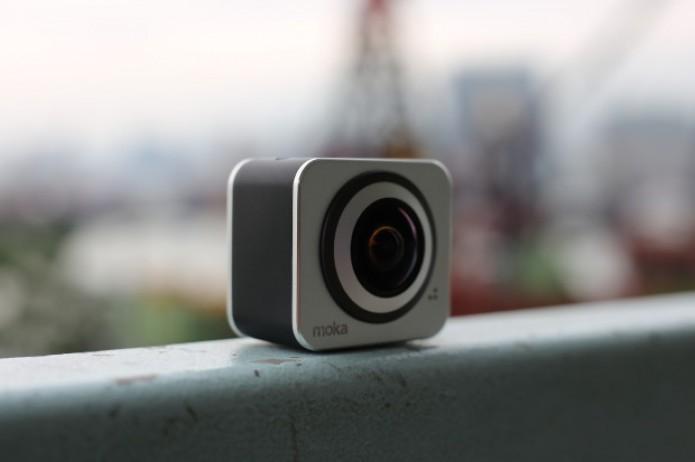 Pequena, leve e com duas lentes que gravam em 2K, essa é a Moka 360 (Foto: Divulgação/ Moka 360)