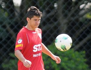 Osvaldo no treino do São Paulo (Foto: Dorival Rosa / Vipcomm)