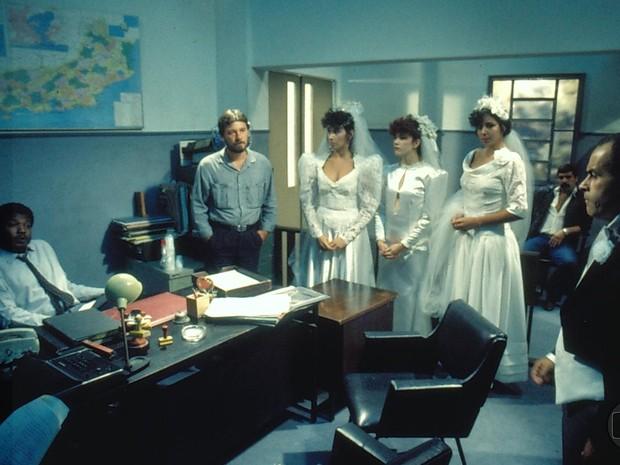 Patativa (Cláudia Alencar), Bel (Inês Ghalvão), Marlene (Carla Daniel) e Tabaco (Osmar Prado) em Roda de Fogo