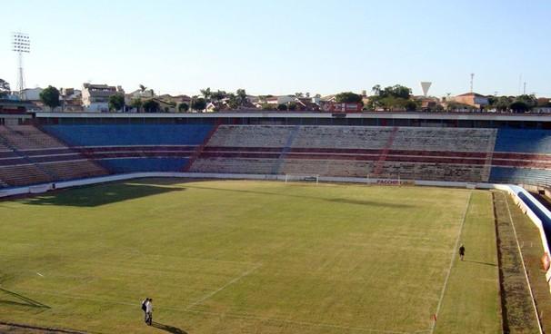 Vista do estádio Benedito Teixeira, em São José do Rio Preto  (Foto: Marcos Lavezo/reprodução globoesporte.com)