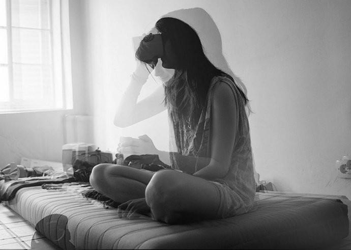 Estudo mostra que escutar músicas tristes podem ajudar na hora da fossa (Foto: Reprodução)