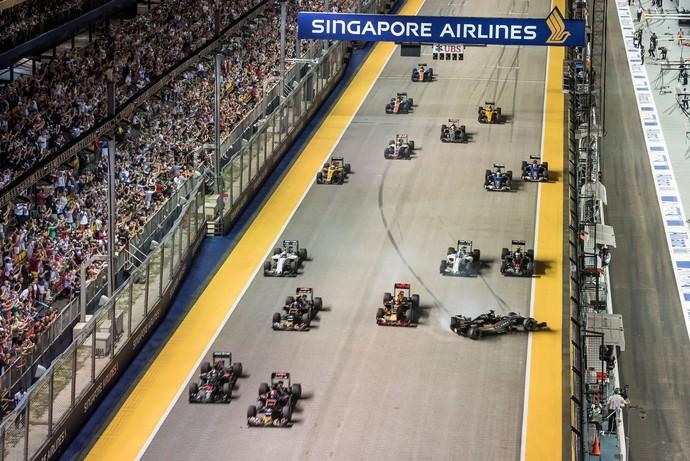 Nico Hulkenberg bateu na largada do GP de Cingapura (Foto: Getty Images)
