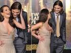 Decote de Lea Michele atrai olhar de Ashton Kutcher em première