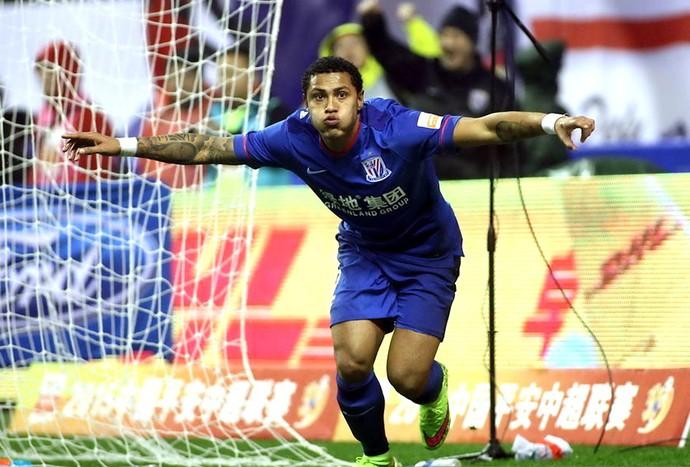 Paulo Henrique comemora gol do Shangai Shenhua (Foto: Reprodução)