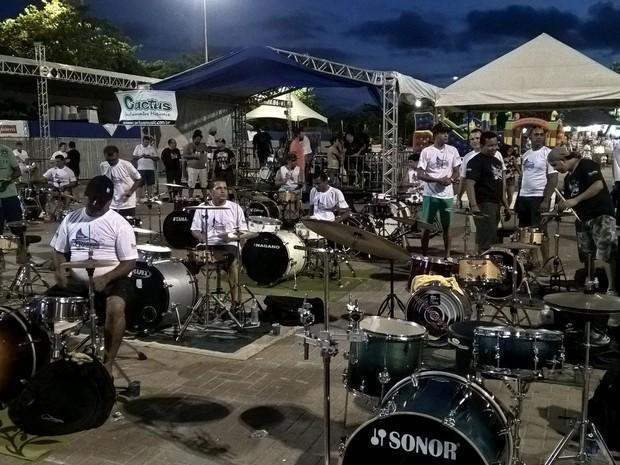 Encontro de bateristas na Pajuçara (Foto: Waldosn Costa)