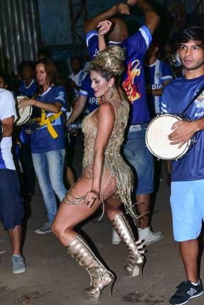 Lívia Andrade em ensaio da Império de Casa Verde em São Paulo (Foto: Leo Franco/ Ag. News)