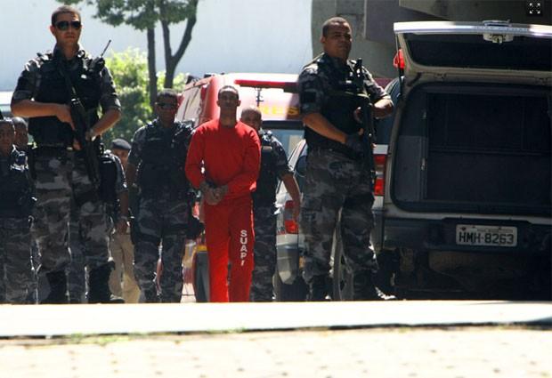 Goleiro Bruno deixa o Fórum de Contagem após o adiamento de seu julgamento do Caso Eliza (Foto: Mauricio de Souza/Hoje em Dia/Estadão Conteúdo)