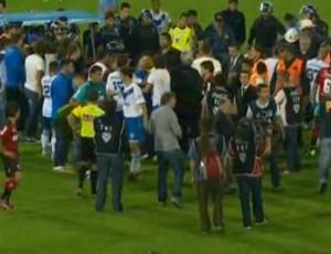 jogador sofre convulsão na Argentina - frame (Foto: reprodução / olé)