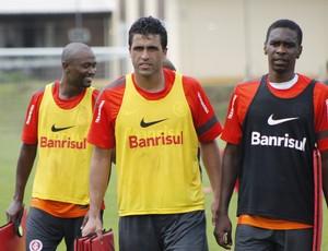 Ronaldo Alves, Juan e Kleber em treino do Inter (Foto: Diego Guichard / GLOBOESPORTE.COM)