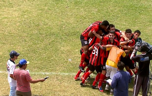 Paulistinha comemora classificação na Segundona (Foto: Reginaldo dos Santos/ EPTV)