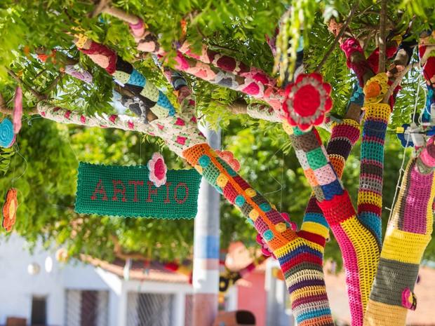 Árvores com artesanato coloriram praças e ruas da cidade (Foto: Fabiane de Paula/Agência Diário)