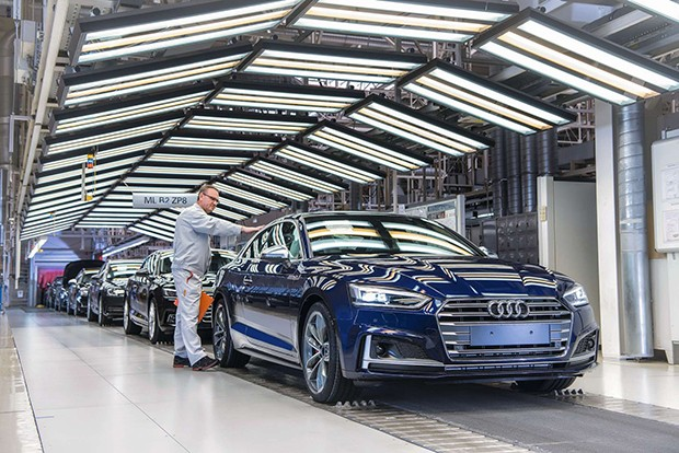 Audi Site IngolstadtProduction of the Audi A5 Coupé/Sportback: Checking and finishing area – Surface inspection (Foto: Divulgação)