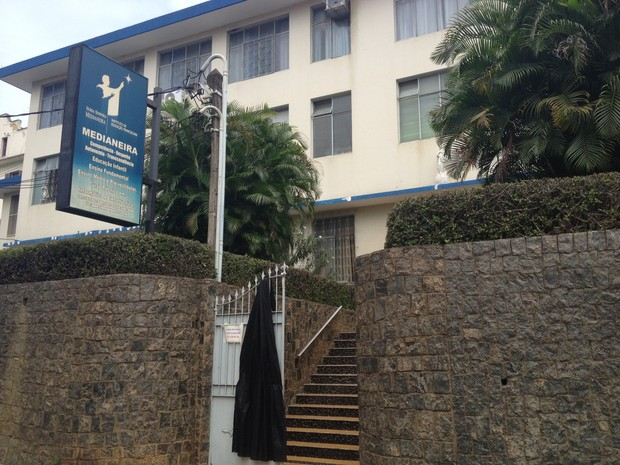 A escola em que o menino estudava amanheceu em luto e suspendeu as aulas nesta terça-feira (26) (Foto: Cristiane Cardoso/G1)