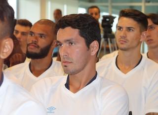 Riveros Grêmio reapresentação ct Luiz Carvalho (Foto: Lucas Rizzatti/GloboEsporte.com)
