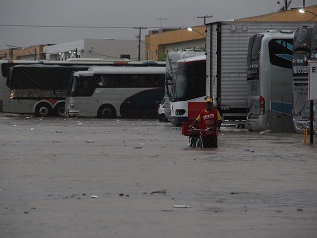 Chuva teria começado por volta das 17h e durou aproximadamente 40 minutos. (Foto: Divulgação/ Elinaldo Ventura)