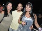 Mulher Melancia leva a mãe para curtir a noite carioca