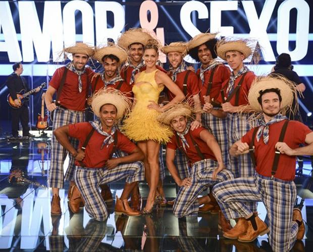 Fernanda Lima faz a caipira chique no programa Amor e Sexo (Foto: Raphael Dias/Gshow)