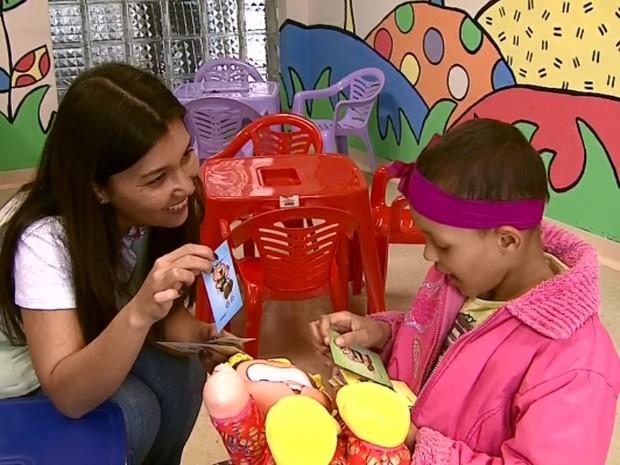 Campanha alerta para a prevenção do câncer em crianças e adolescentes em Passos (Foto: Reprodução EPTV)