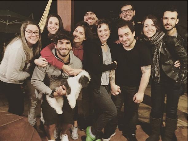 Hugo Moura com Deborah Secco e amigos (Foto: Reprodução/Instagram)