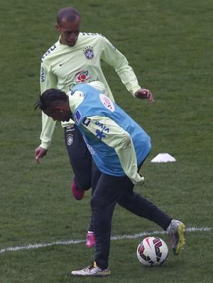 Miranda marca Neymar em treino da seleção brasileira (Foto: Bruno Domingos / Mowa Sports)
