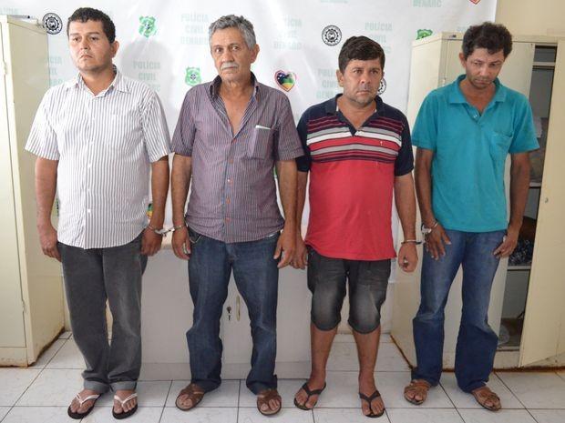 Suspeitos foram presos em flagrante em restaurante de Aracaju (Foto: Marina Fontenele/G1)