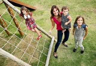 Vera Viel e as filhas posam para o EGO (Foto: Iwi Onodera/EGO)