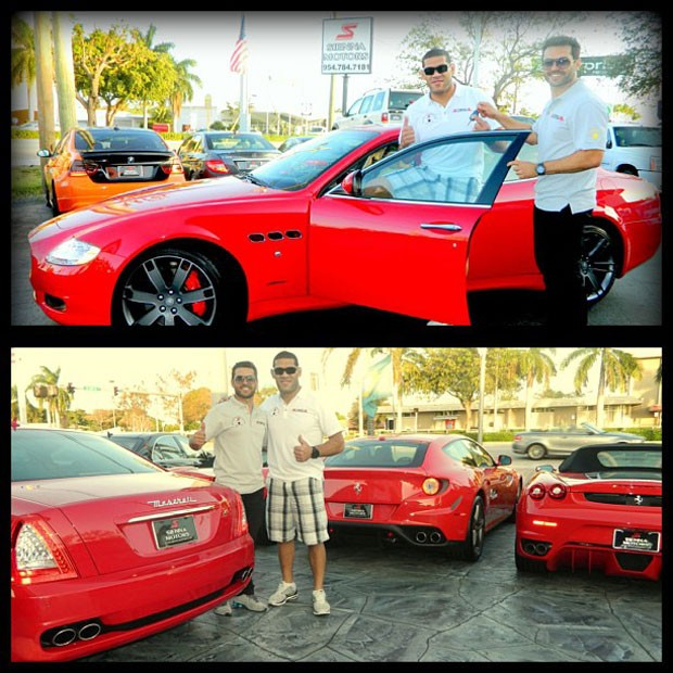 MMA Silva poses with big car (Photo: Play / Facebook)