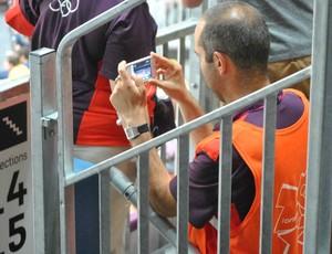 Voluntário foto jogo Estados Unidos (Foto: João Gabriel Rodrigues / GLOBOESPORTE.COM)